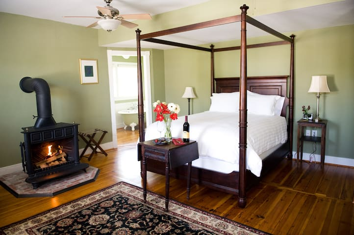 Room at Brewery, the Lavender Room - Hopkins Ordinary Bed, Breakfast & Ale Works
