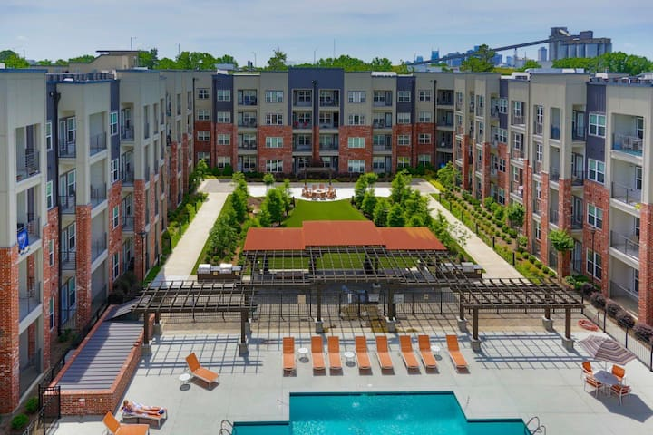 NEW! DOWNTOWN/GERMANTOWN!POOL+HOTTUB+GREENWAY+YOGA