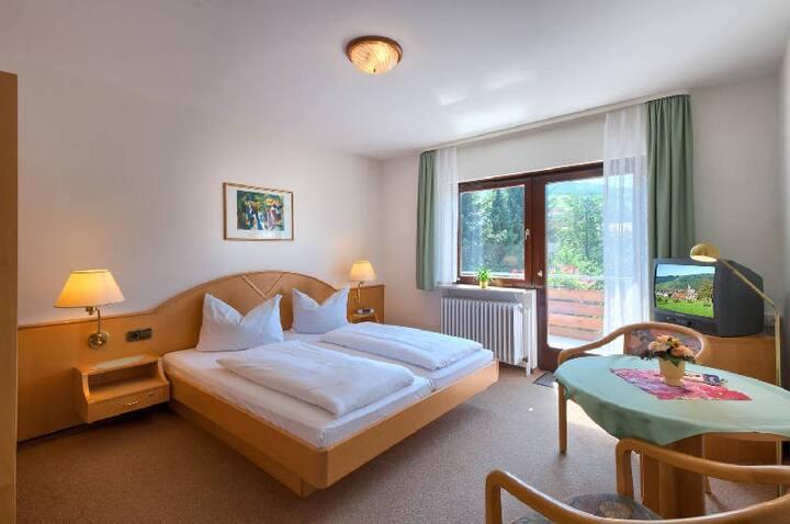 Pension Waldfrieden, (Oberharmersbach), Doppelzimmer mit Dusche und WC