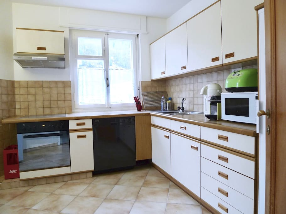 fully equipped kitchen: dishwasher, oven, water boiler, Nespresso coffee, rice cooker, microwave, fridge etc.
