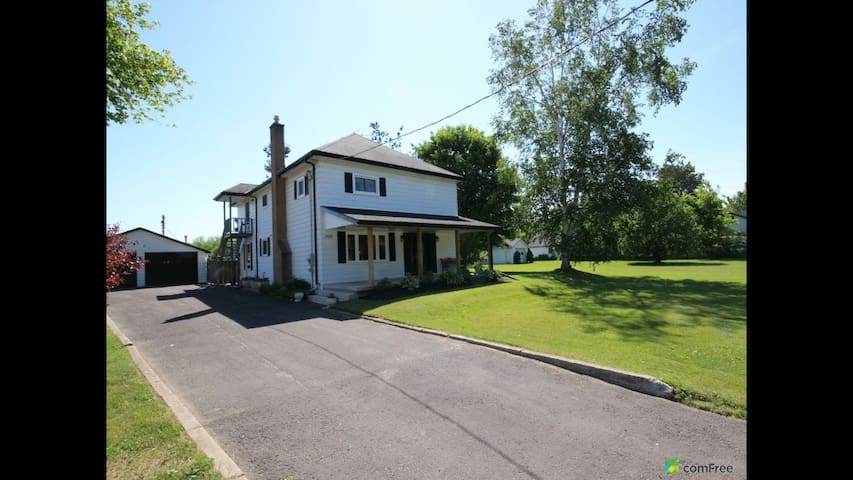 Charming Country Home (w Breakfast) - Brant - Huis