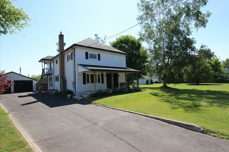 Charming Country Home (w Breakfast) - Brant - Dom