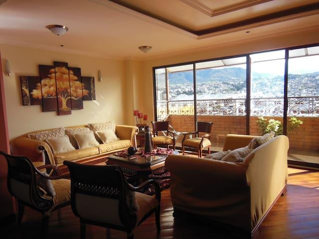 Penthouse con vista a la ciudad - Loja