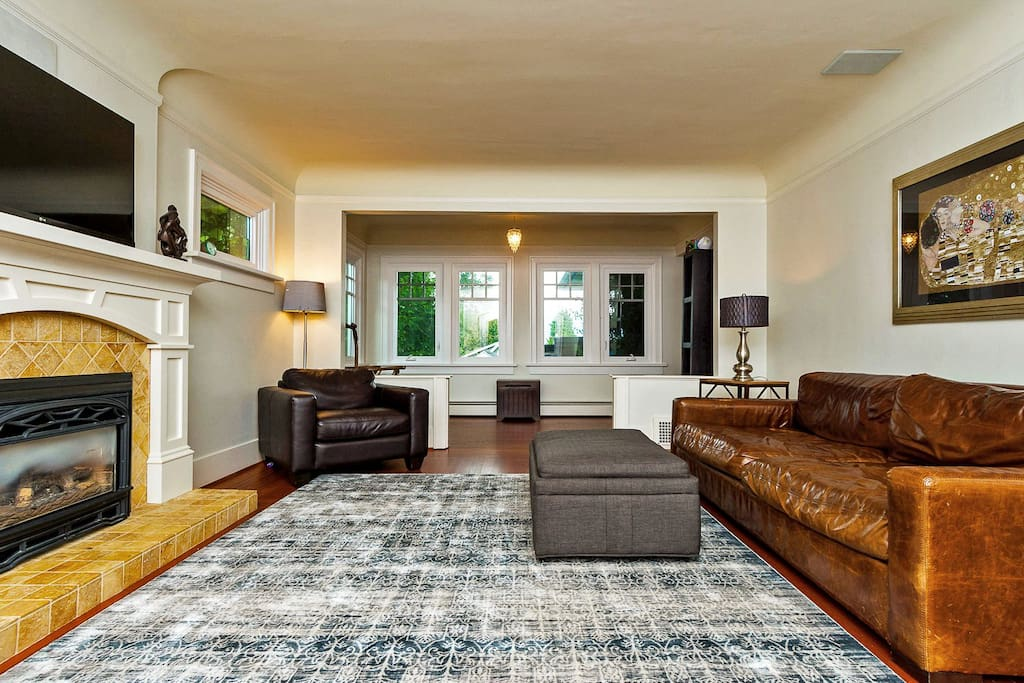Living Room (Fire Place / Surround sound)
