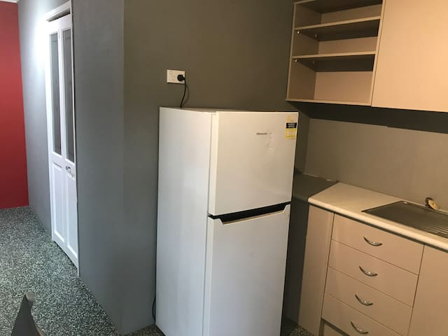 Cairns Private Studio with kitchen and Toilet