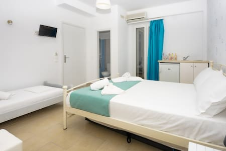 naxos economy triple room