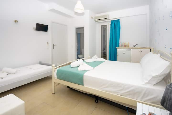 Economy triple room Naxos city center