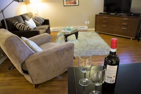 Cozy Sidney suite, walk to beach and shops - Sidney - Casa
