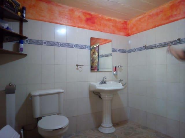 Lavabo y baño