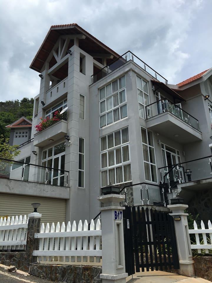 04 bedrooms villa at B17 Phan Chu T