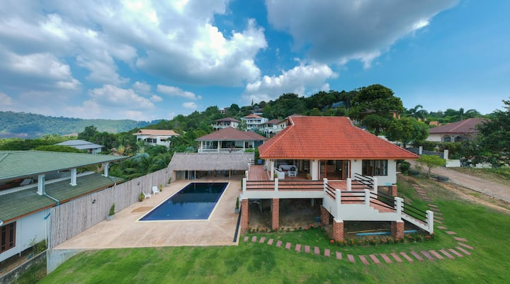 ** Massive Private Pool Hilltop Seaview House**