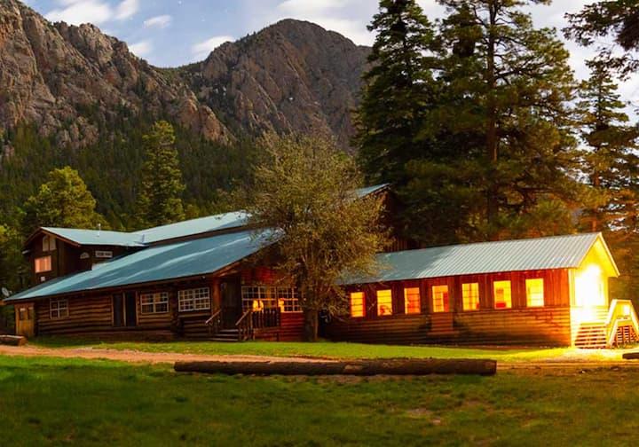 Corkins Lodge - Old Lodge Cabin