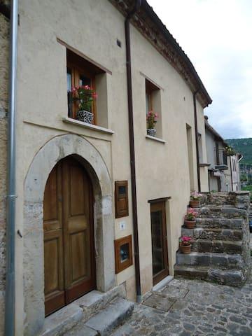 """Casa """"Granata"""",  centro storico di Morigerati"""