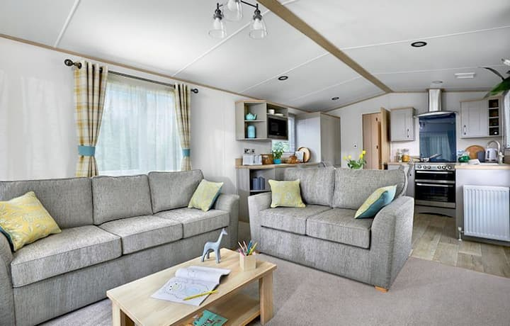 MP713 - Camber Sands Holiday Park - Sleeps 6 + 1 small dog - 2 Bedrooms - Quiet Area