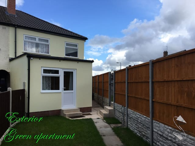 Vika Residence Wednesbury - Green apartment