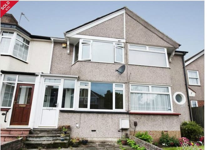 Entire 2 Bedroom House in Residential area