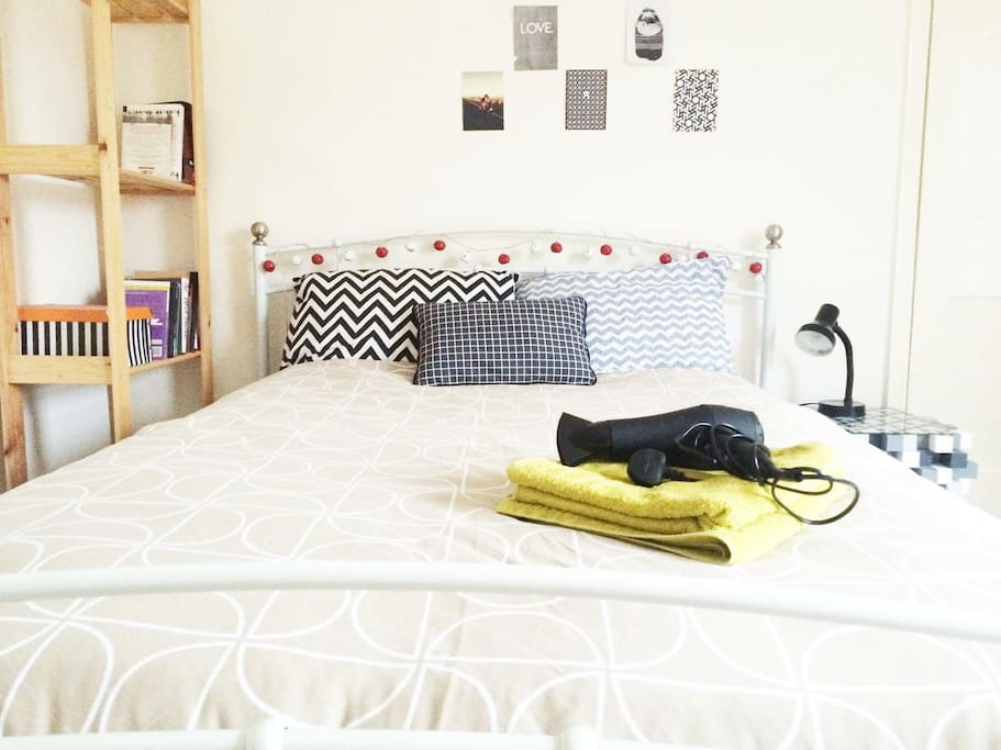 KINDLY NOTE :- BRAND NEW KING SIZE MATTRESS  WITH  KING SIZE BED.. (Its Not DOUBLE bed )