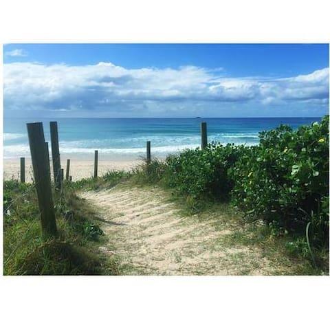 Sandy Paws Belongil Beach House Byron Bay - Байрон-Бей - Дом