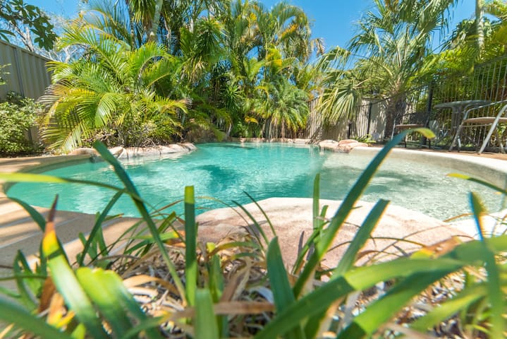 Burleigh Beauty! 4br 2bath Pool
