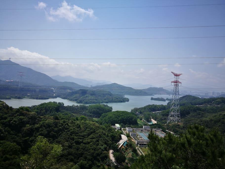 附近山顶的景色