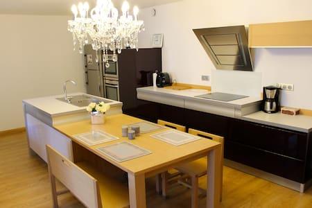 Appartement au calme, hyper centre - Lons-le-Saunier