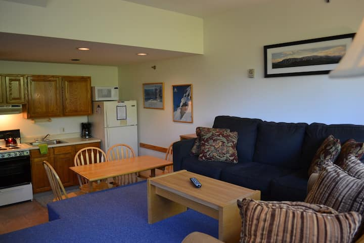 Sunday River trailside studio at Brookside 2B215 full kitchen, corner unit