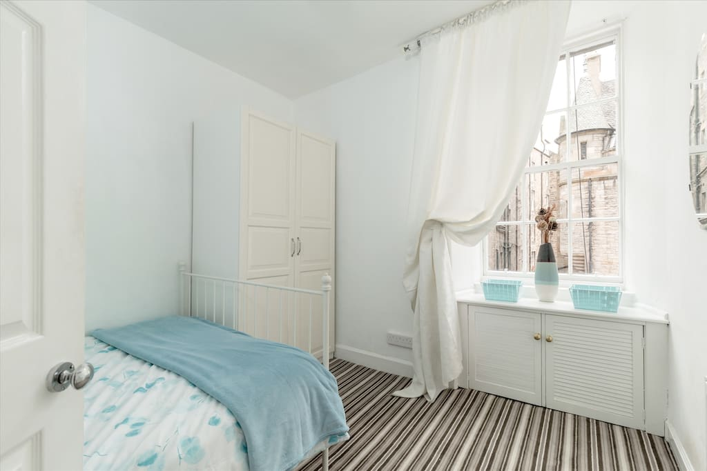 2 bedroom flat 10m from royal mile appartements louer dimbourg city of edinburgh. Black Bedroom Furniture Sets. Home Design Ideas