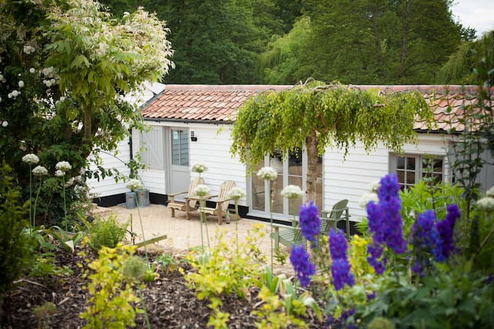 Romantic riverside beauty - Woodshed Letheringham