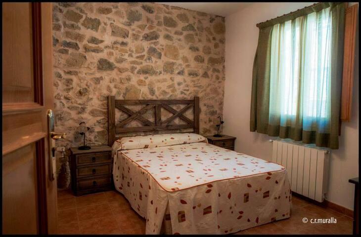 CASA RURAL LA MURALLA-habitación Osset