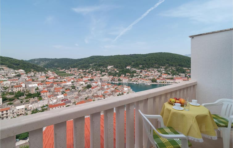 Holiday apartment with balcony overlooking the peaceful small island town Pucisca