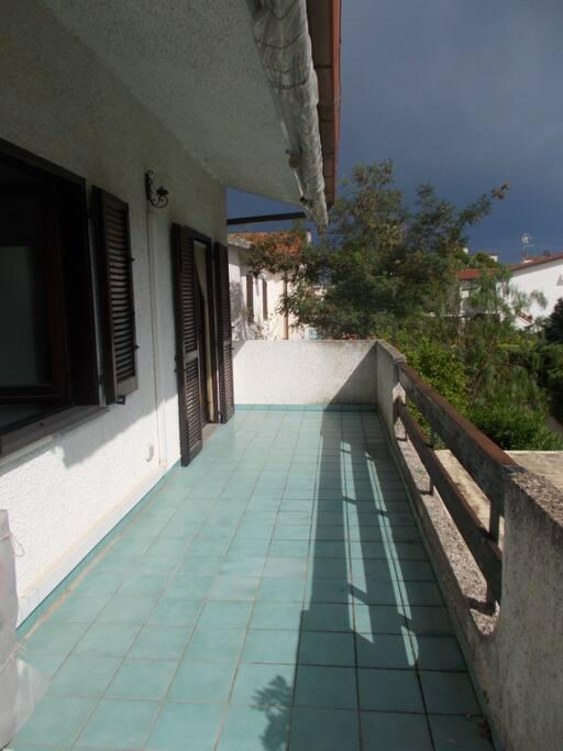 Casa con giardino interno a villaggio turistico - Giardino interno casa ...
