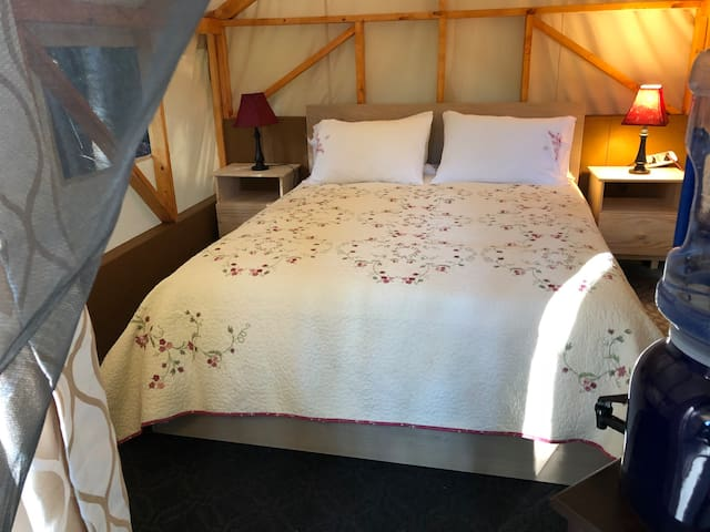 Isla de Lerena Vineyard Glamping unit4