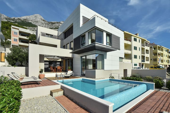 Luxuriöse Villa mit Privatpool in Makarska
