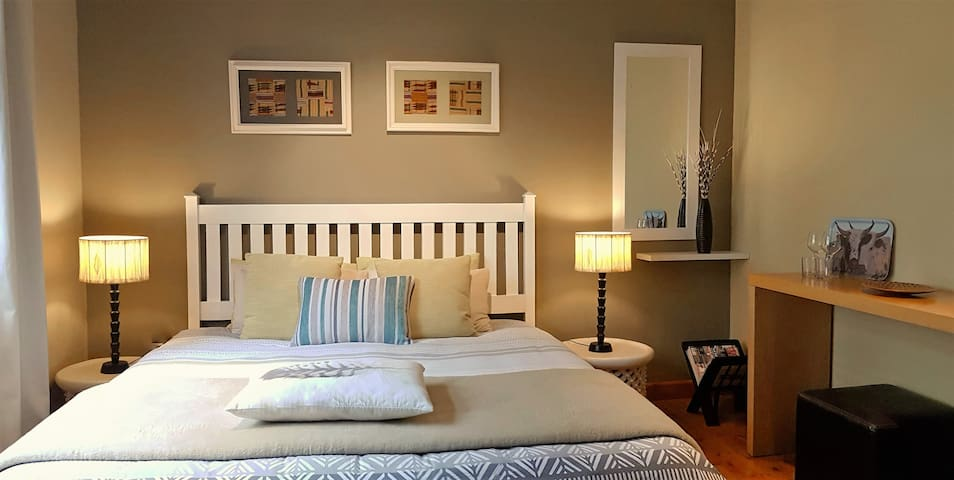 Clean, green and quiet xl bed - Cape Town - House