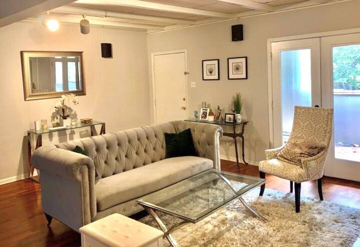 Lovely Condo in the heart of Houston!