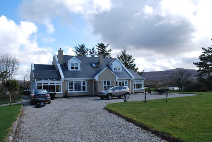 Luxurious home on the Wild Atlantic Way - Annagary  - Casa