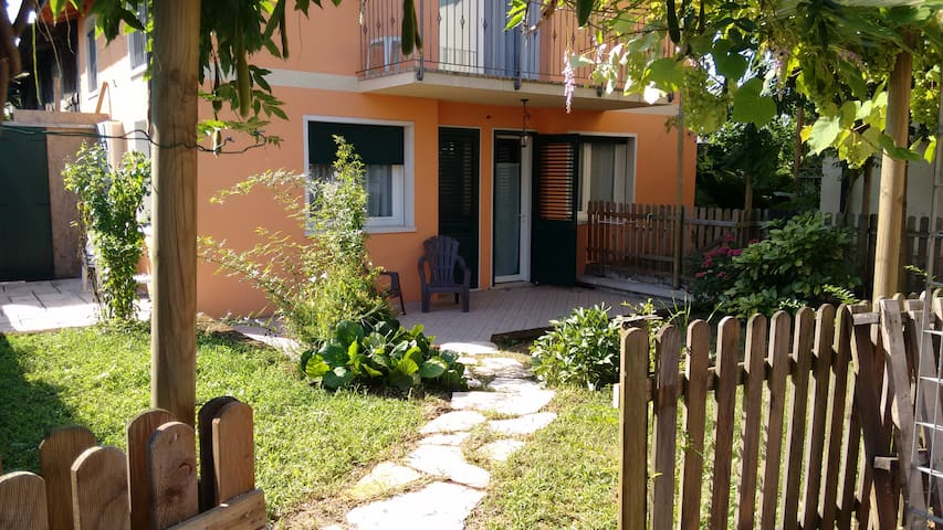 Cozy flat with garden and parking - Thiene - Leilighet