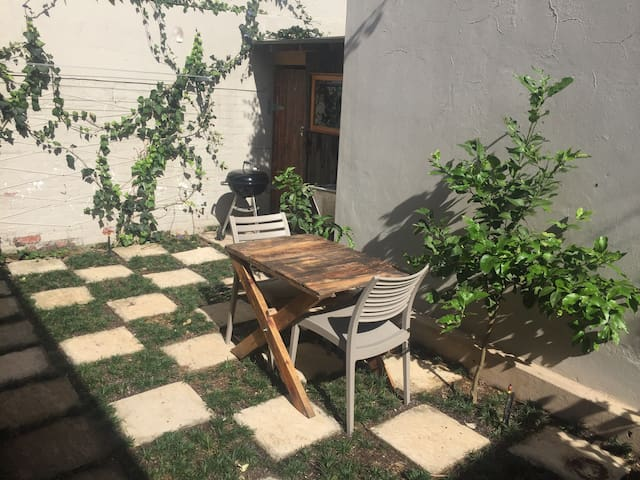 Central Morningside,private. Tranquil outdoor area - Berea - Huis