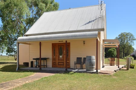 Madigan Wine Country Cottages - Cellar Door - Rothbury - Mökki