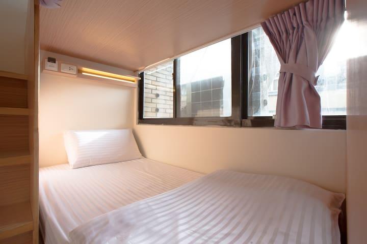 台北西門町3分鐘 8-16 人女性住宿床位房