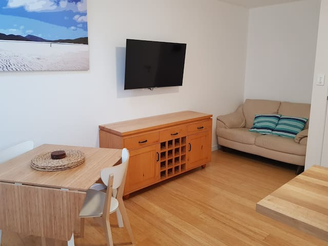 Studio B @ St Cath's Cottage, Wynnum by the Bay