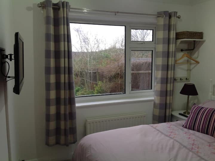Double Room with Fantastic Chiltern Hills views