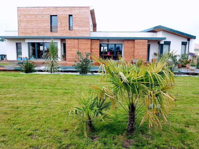 Maison contemporaine exposée plein sud