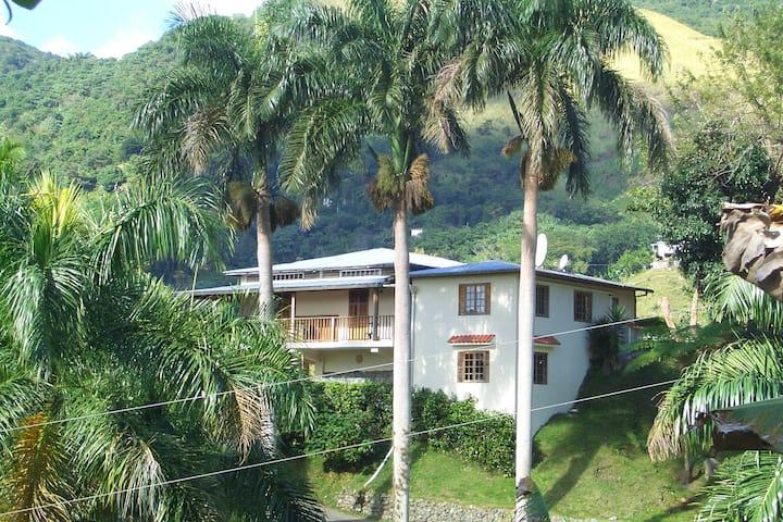 Casa Campo Jayuya, Elegant Mountain Retreat