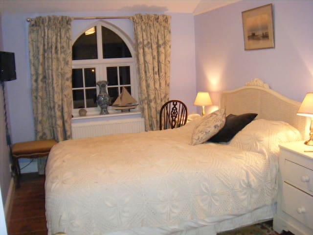 Light, quiet bedroom & Bathroom - Elham - Bed & Breakfast