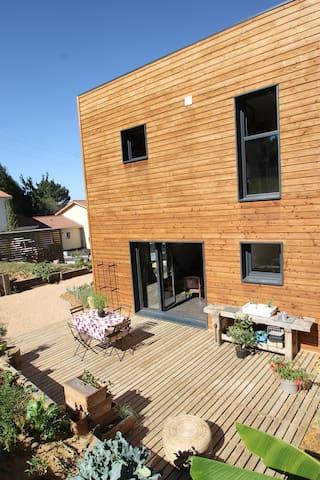 Maison ossature bois, bien être et santé - Saint-Didier-de-Formans - Earth House