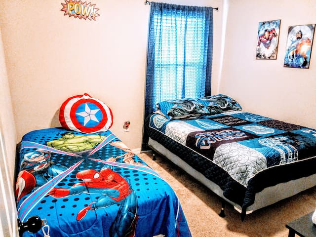 Avengers Room x 2p Close to Everything