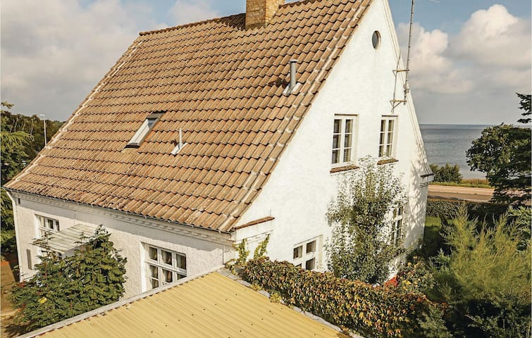 Holiday cottage with 3 bedrooms on 140 m² in Allinge
