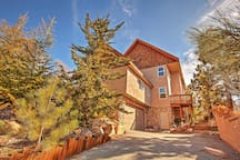 Get away to this marvelous Lake Arrowhead vacation rental house.
