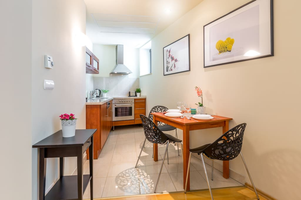 Living Room - Table with 3 chairs and fully equipped Kitchen Annex
